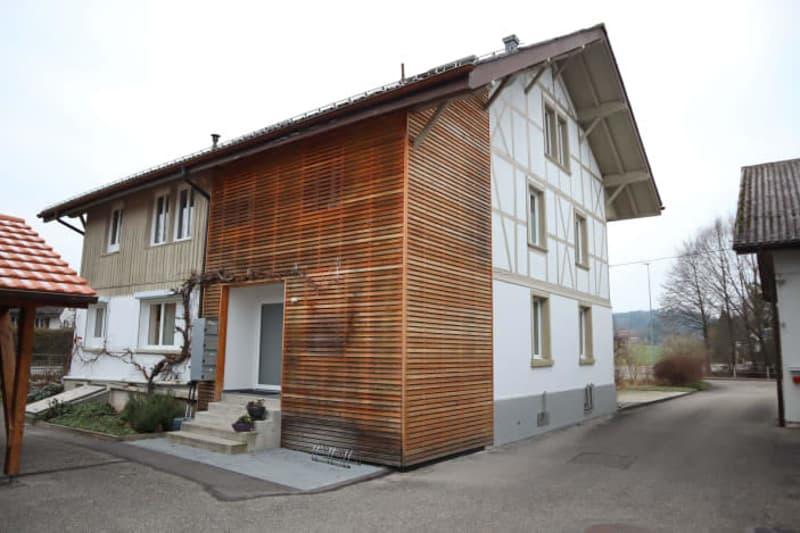 3-Zimmerwohnung in stilvollem Altbauhaus, mit Balkon!
