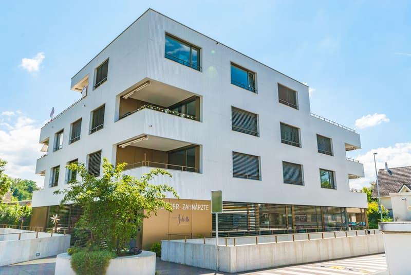 Helle und moderne 2.5-Zimmer Wohnng mit Studio und Balkon
