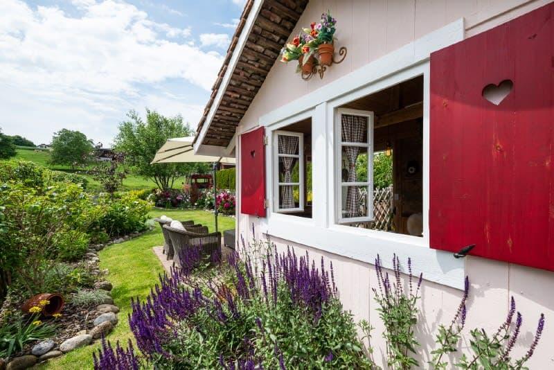 Gartenanlage mit Fondue-Stübli