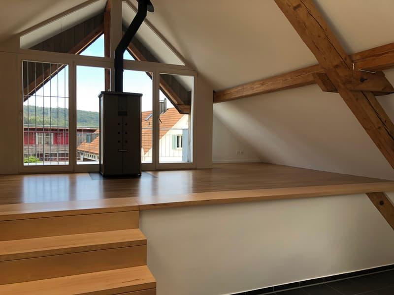 Helle 5.5 Zimmer-Dachwohnung in Dättwil