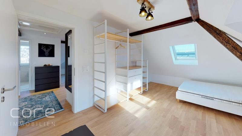 Schlafzimmer 1, Bett mit Nachttisch, Schrank, Desk, Stuhl