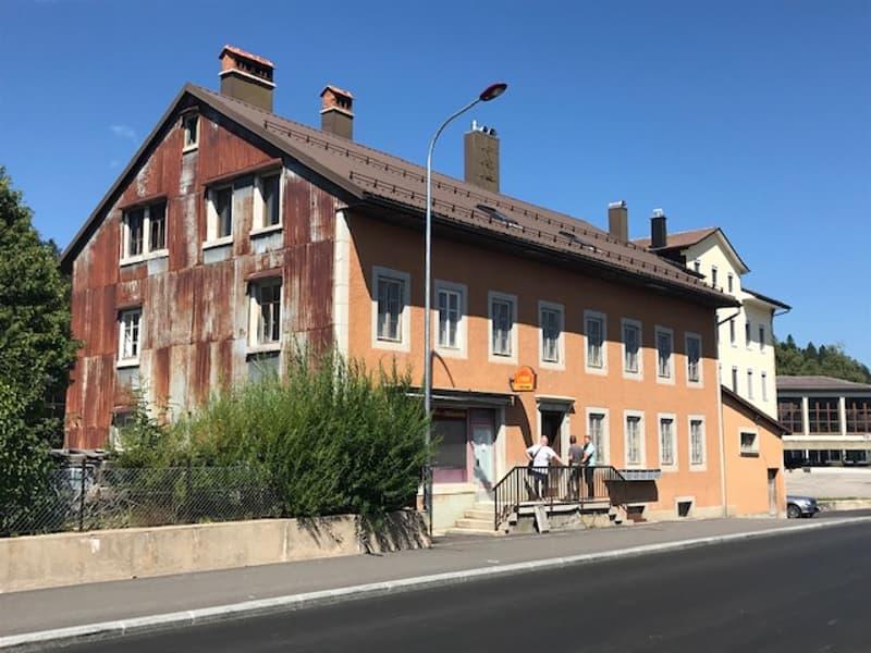 Immeuble à usage mixte avec commerce et appartements