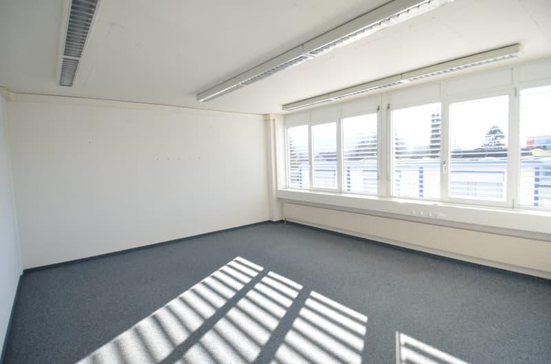 Bis 208 m2 Büroflächen an zentraler Lage, Nähe Autobahnanschluss Aarau-West mit TOP-Ausbaustandard