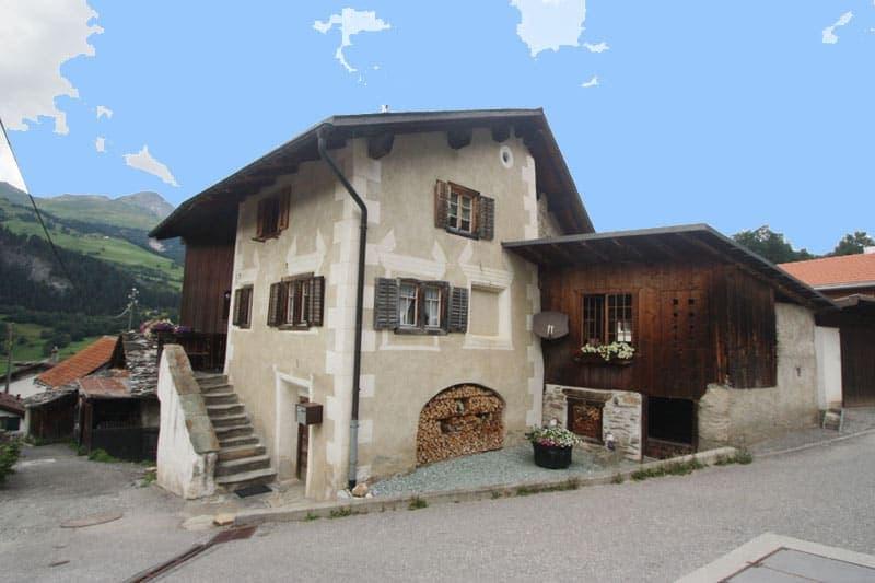 Historisches Haus mit Garten und Garagen