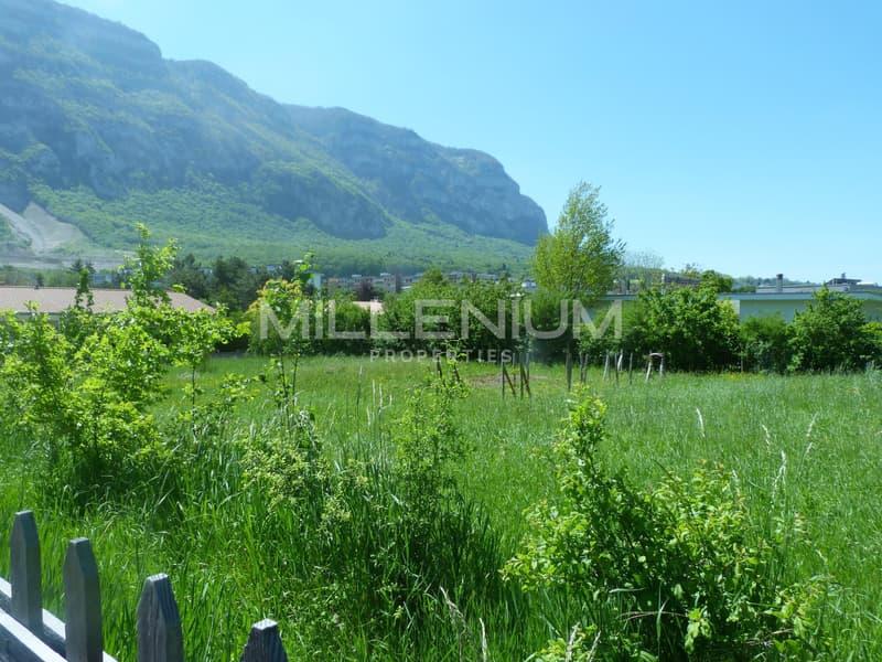 Terrain à bâtir de 1200 m² à Veyrier.
