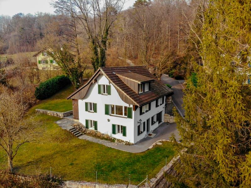 Romantisches Haus am Waldrand