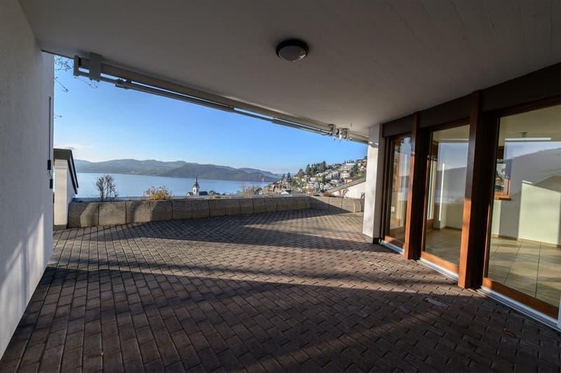gedeckte Terrasse mit Seesicht