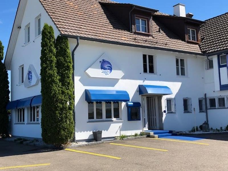 Zu vermieten Hotel-Bar-Bistro-Nachtclub mit Seesicht