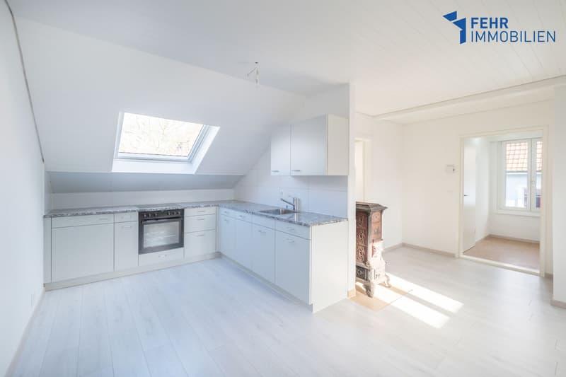 Fehr Immobilien - Komfortable 3.5-Zi.-Dachwohnung an zentraler Lage