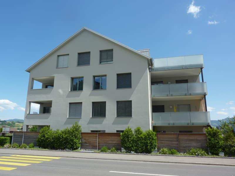 Neuwertige, helle Wohnung an zentraler Lage!