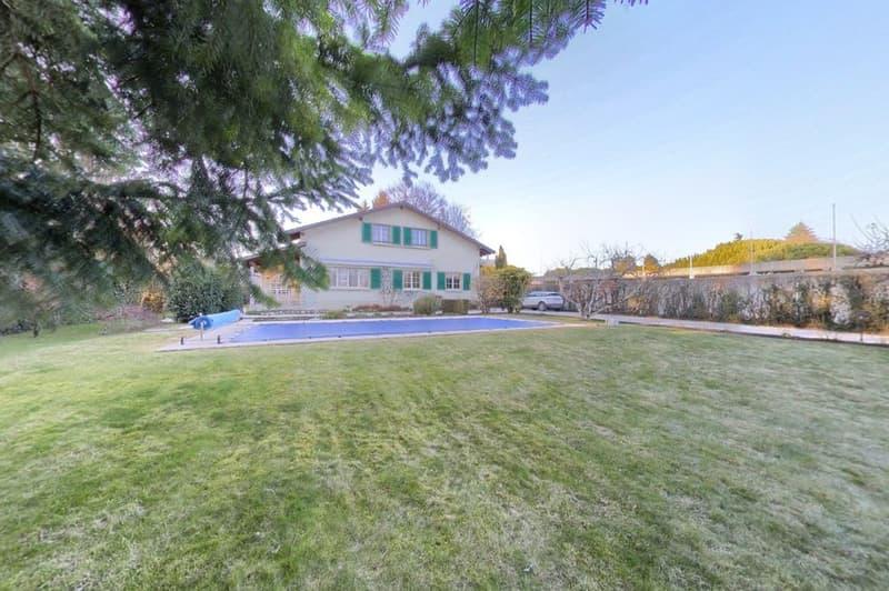 Belle villa familiale avec vaste jardin et piscine