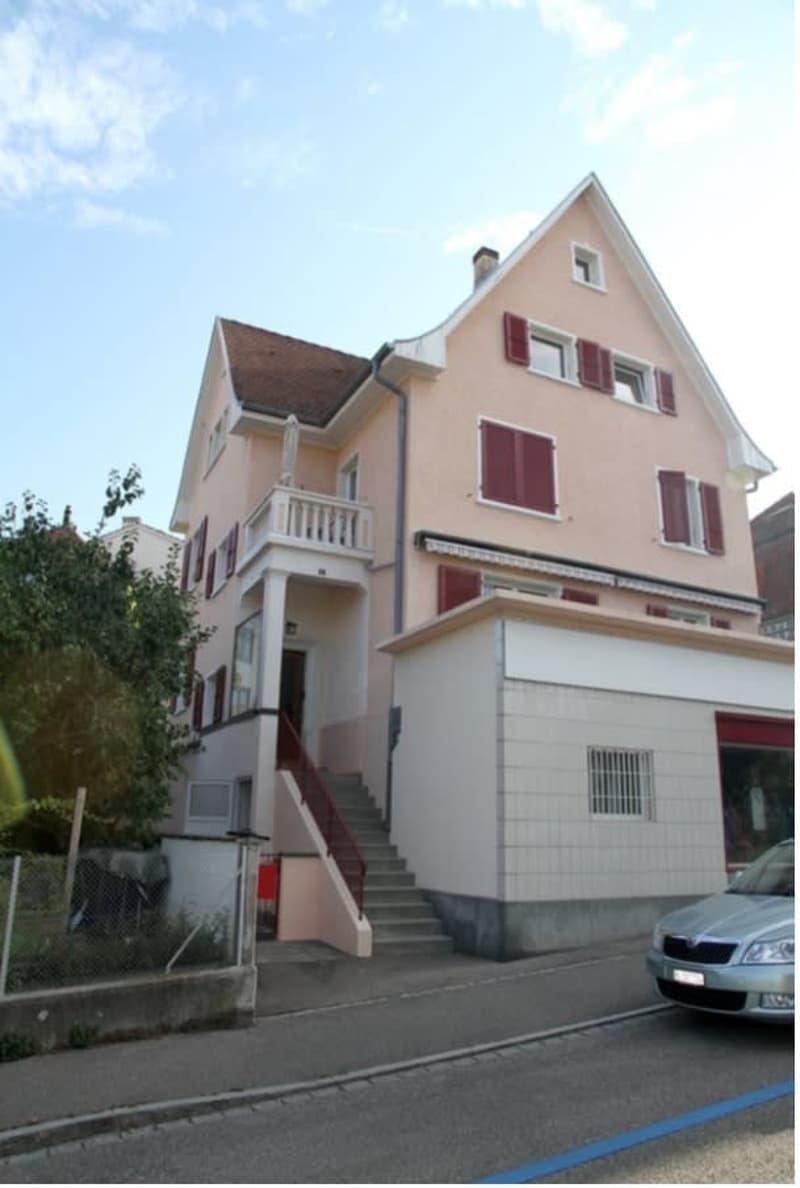 Vermietung 3 Zimmer Wohnung im drei Familien Haus