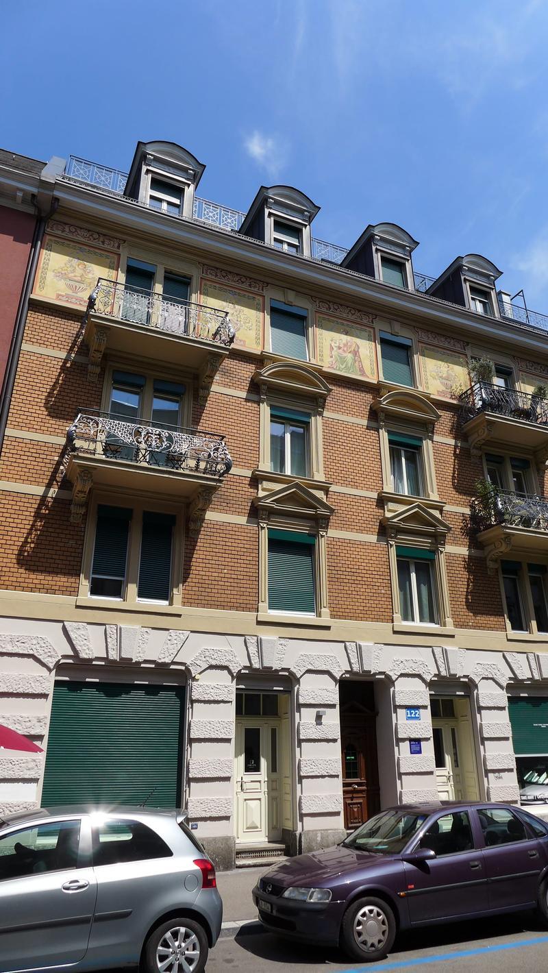 Ladenlokal/Büro mit Schaufenster zu vermieten in einem Altbauhaus