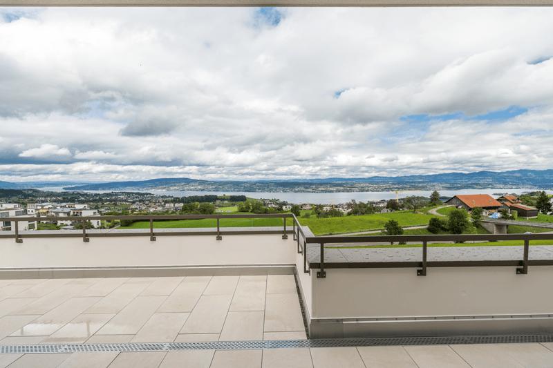 Traumhafte Aussicht auf den Zürichsee