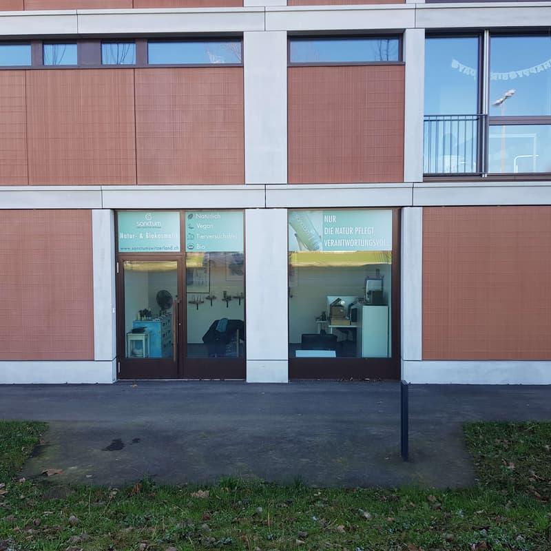 Laden oder Büro an Prominente Lage und neue Gebäude in Dübendorf (Am Giessenpark)