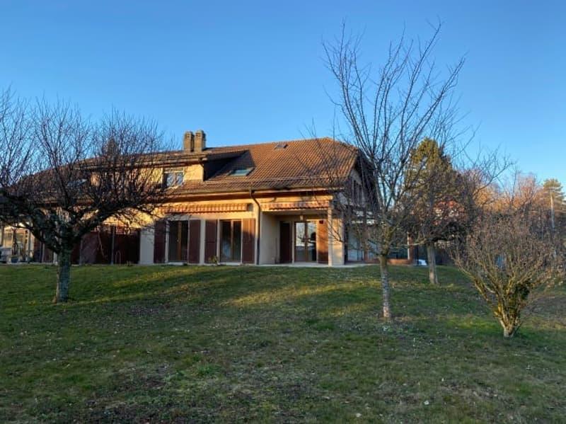 Spacieuse villa mitoyenne de 6 pièces avec JARDIN et VERANDA.