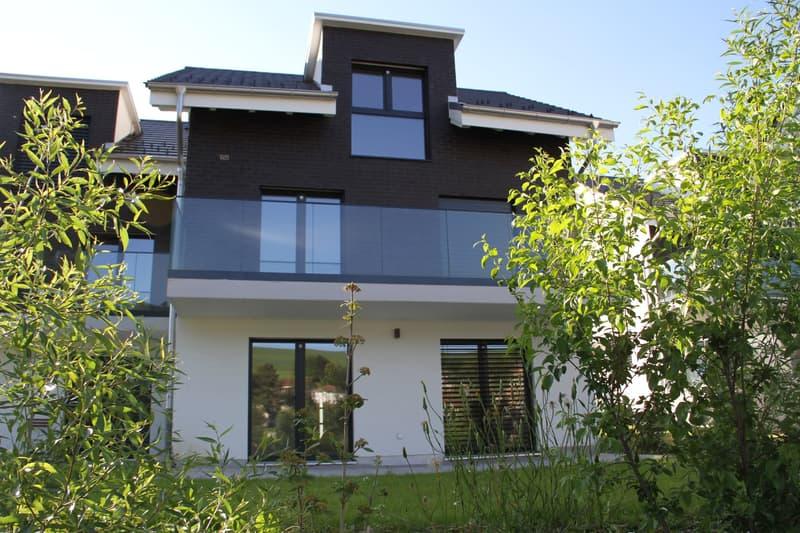 Moderne Doppeleinfamilienhaushälfte vor den Toren Aaraus