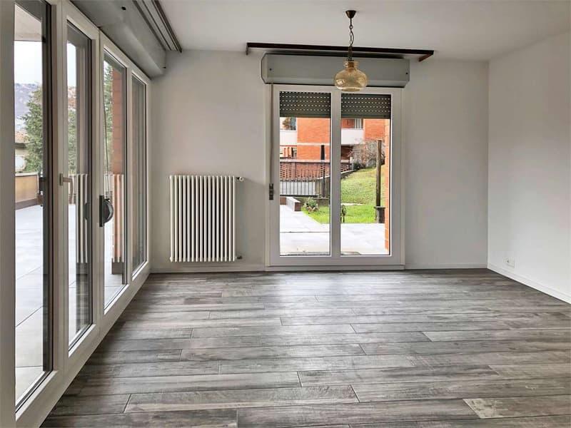 Monolocale con cucina separata e grande terrazzo