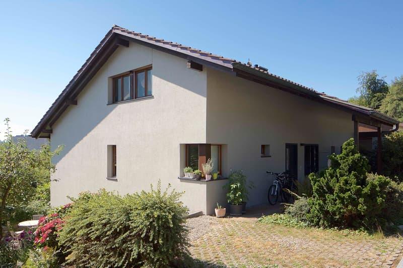 Geräumige und helle 2.5-Zi Wohnung in EFH-Quartier (Segelhof)