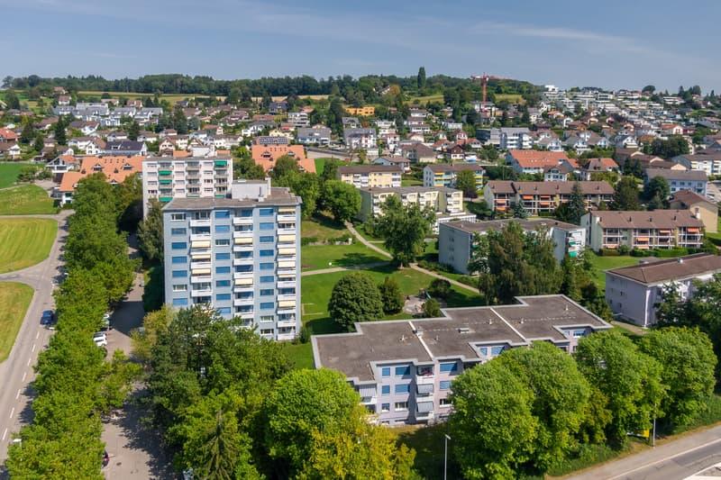 Grosse und günstige Wohnung mit schönem Blick ins Grüne (1)