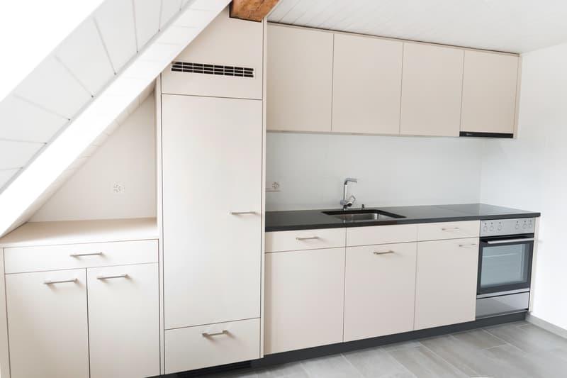 Charmante Altbau-Dachwohnung mit moderner Küche (2)