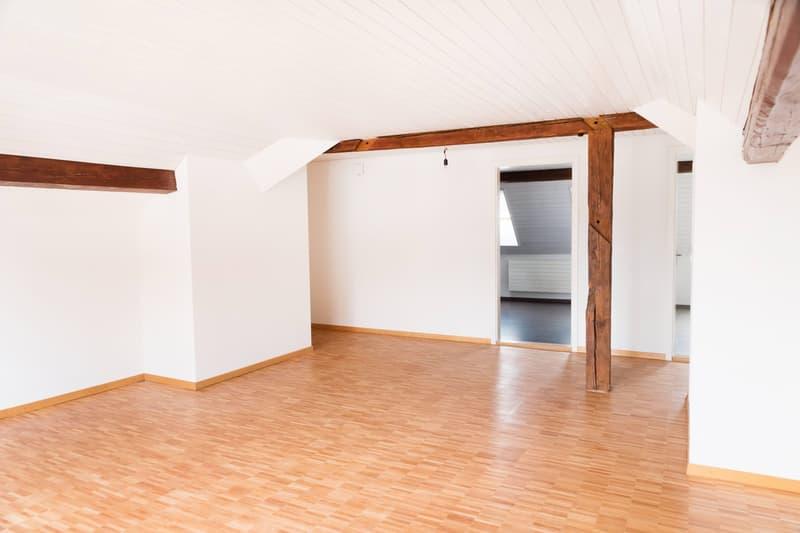 Charmante Altbau-Dachwohnung mit moderner Küche (3)