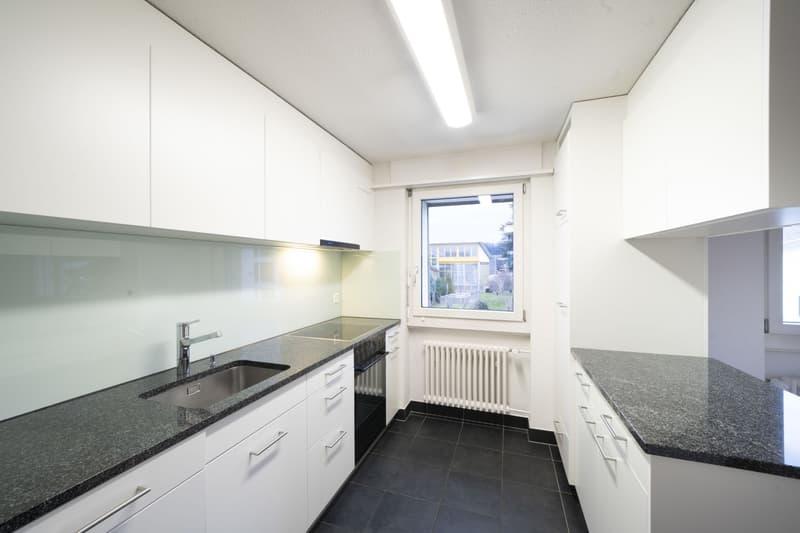 4-Zimmer-Wohnig ime Zwöifamiliehuus, noch a de Natur met freier Secht is Grüene