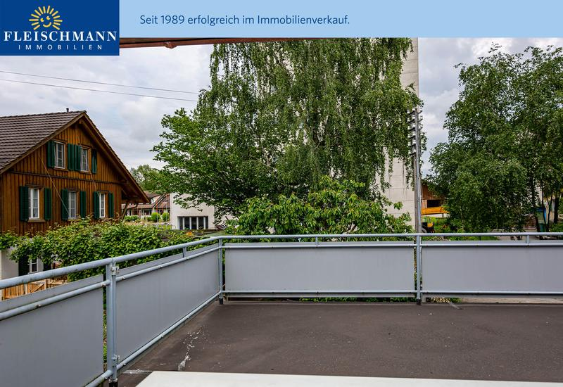 Angebautes 5-Zimmer-Wohnhaus mit Hobbyraum, Terrasse und Garten