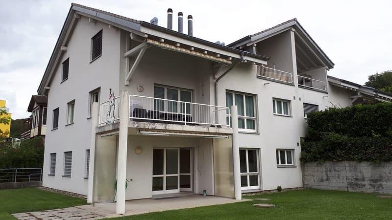 Grosse, sonnige 4-1/2-Zimmerwohnung im EG mit Sitzplatz