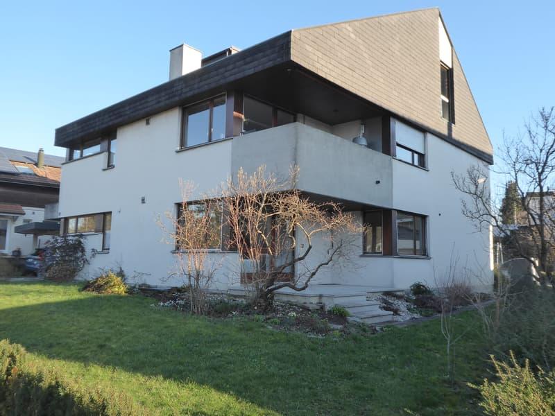 Frisch renovierte 3.5-Zimmerwohnung in Zweifamilienhaus mit Garage