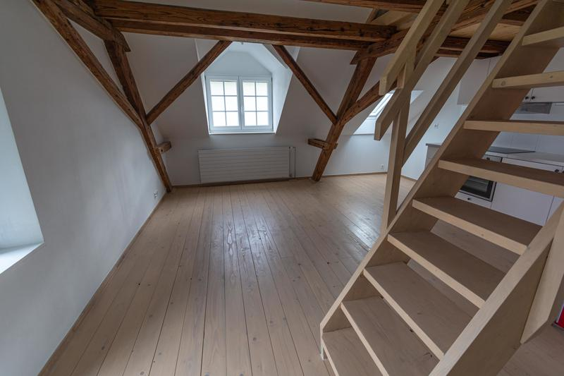 Schöne neue 2 Zimmer-Dachwohnung