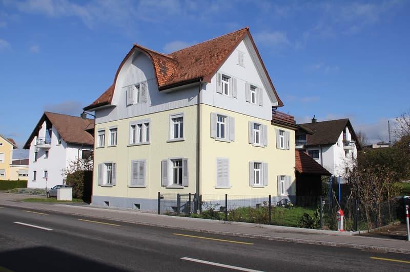 Helle und frisch gemalte Wohnung