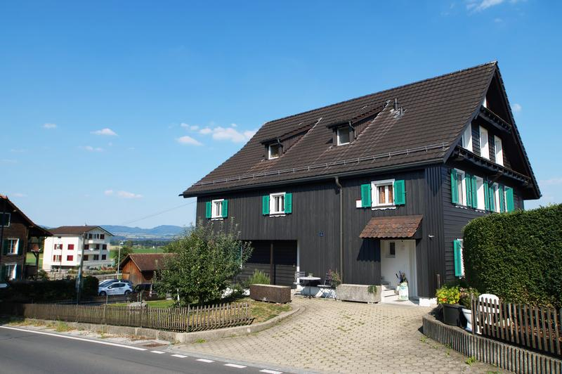 Schöne Dach-Wohnung mit Galerie und herrlicher Bergsicht