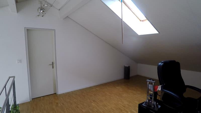 Grosszügige 2.5 Zimmer Wohnung (4)