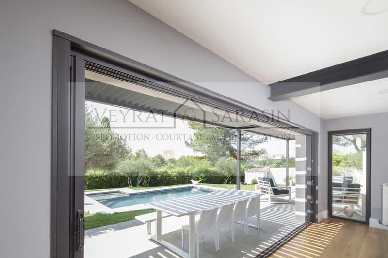 Spacieuse villa jumelée avec piscine