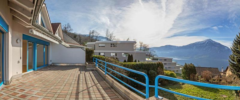 Einfamilienhaus mit schöner Seesicht und grossem Garten (2)
