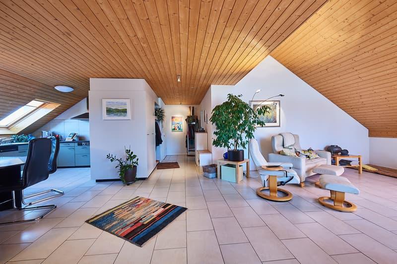 Dachwohnung, komplett rollstuhlgängig, schöner Ausbau, gute Fernsicht, Einzelgarage