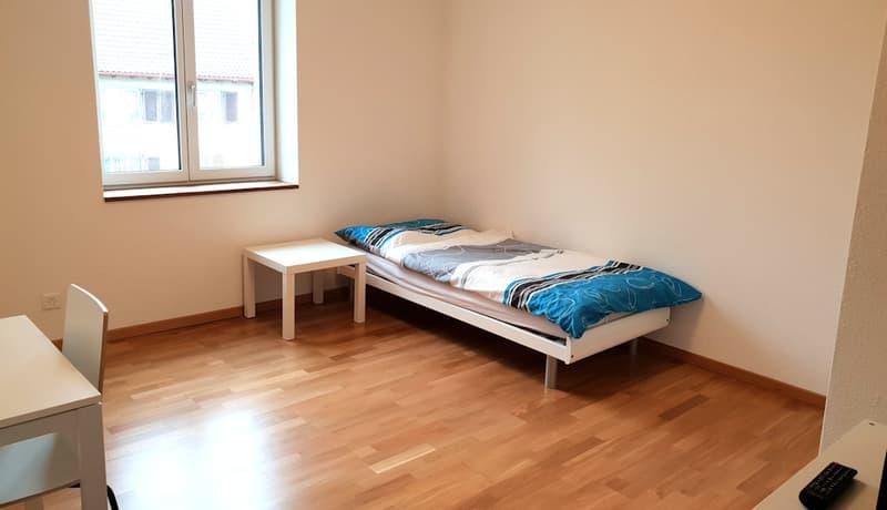 modern möbliertes Zimmer in Kloten (1)