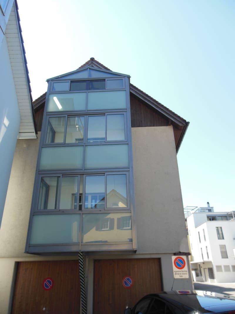 Schöne 2.5 Zimmer-Wohnung mit teilweiser Seesicht in Lachen
