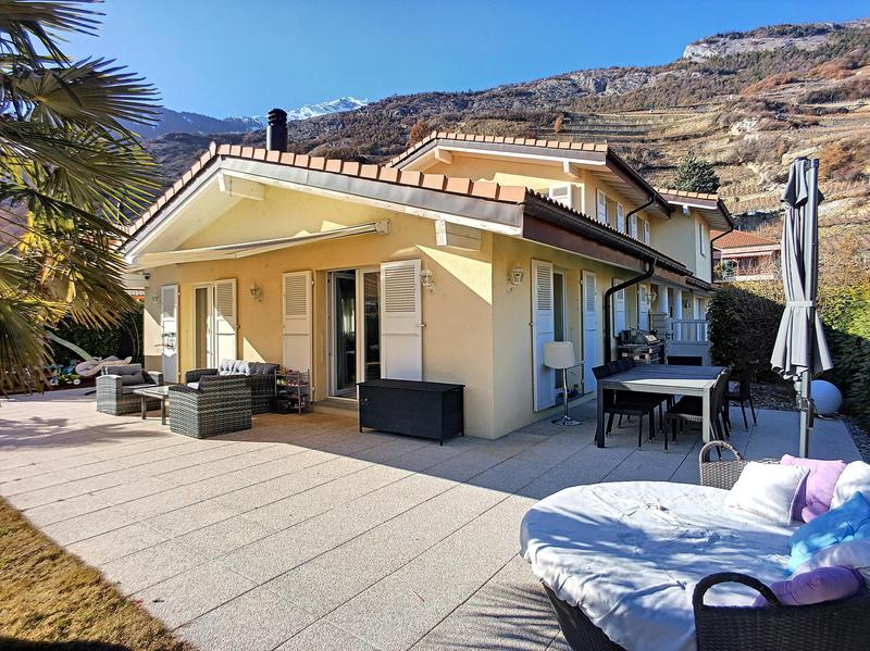 Magnifique villa avec vue sur les montagnes.