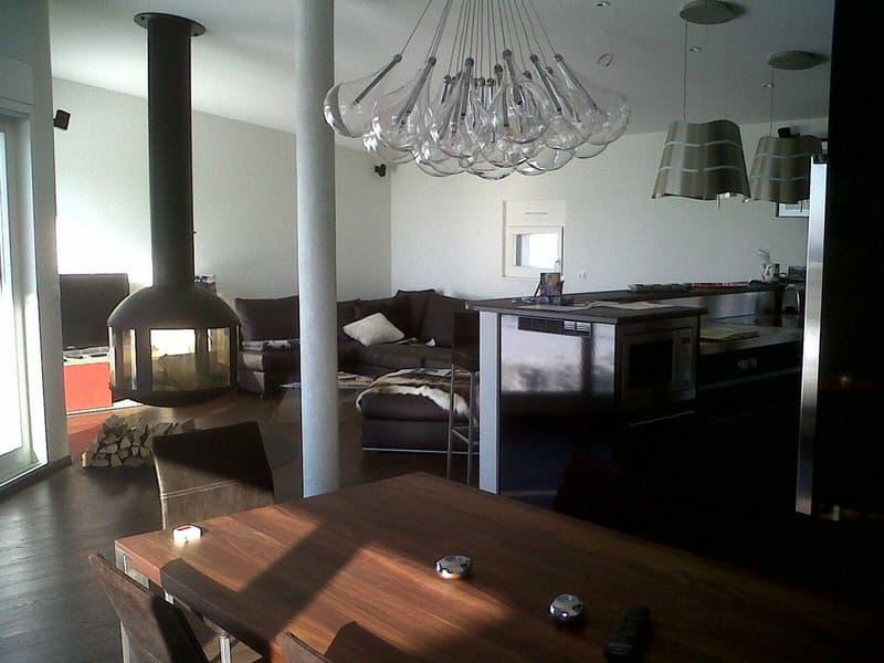 Grand attique meublé avec finitions de haute qualité!