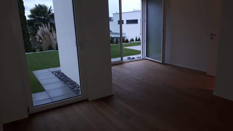 Sehr Schöne Neue 2.1/2 Zi.Whg mit Garten und sep. Eingang (2)