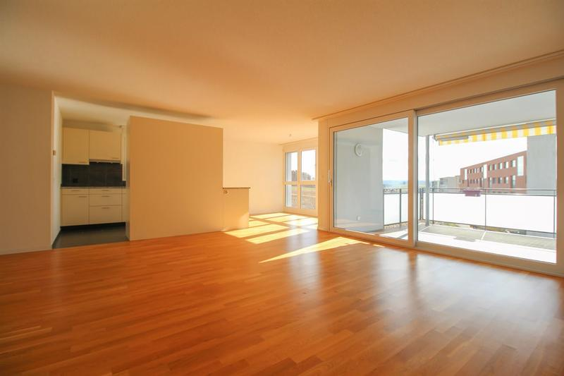 Moderne 4.5 Zimmerwohnung mit grossem Balkon