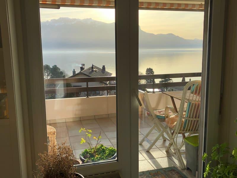 Vue panoramique sur le lac pour ce beau 4.5 pces avec grand balcon
