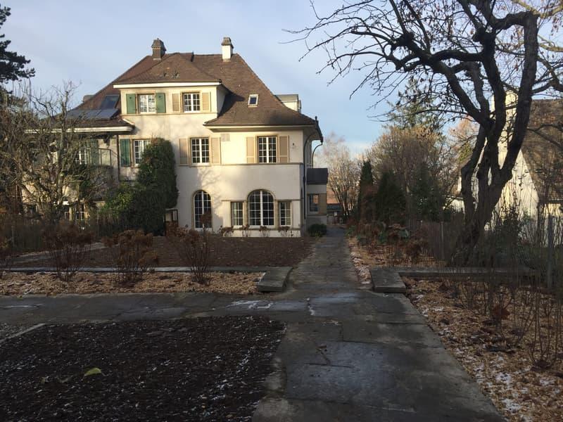 Schönes, ruhig gelegenes 9-Zimmer Haus an bester Lage in Binningen mit Sicht über Basel