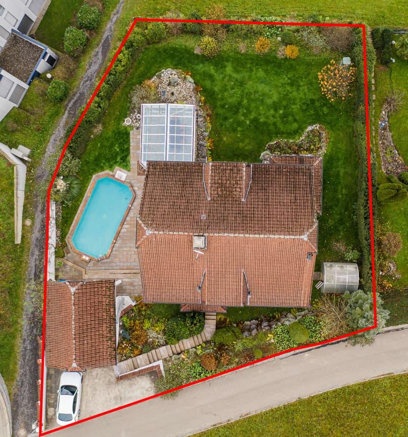 Luxuriöse Villa mit Pool und Garten