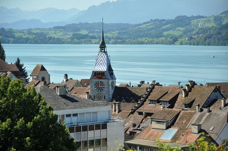 Von Privat Zu Vermieten: Top 2.5 Zimmer- Designerwohnung in Kt Zug