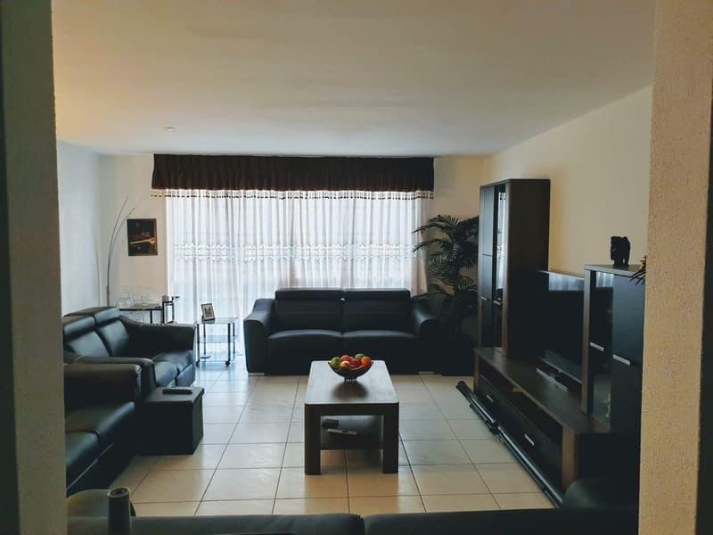 Moderne 5.5 Zimmer Wohnung mit Wintergarten (13m2)