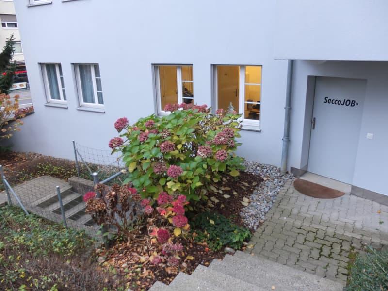 150 m2 aufgeteilt in Wohnung und Gewerbe/Büro plus 3 Garagenplätze