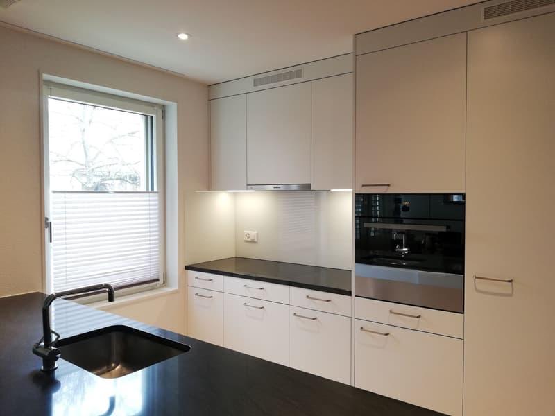 Moderne, helle 4.5 Zimmerwohnung an ruhiger Lage - 2 Minuten zu Fuss vom Bahnhof